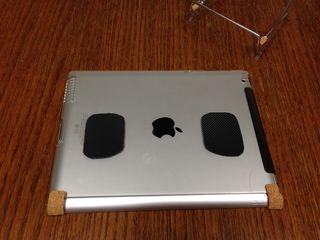 iPadケース裏に施したすべり止め